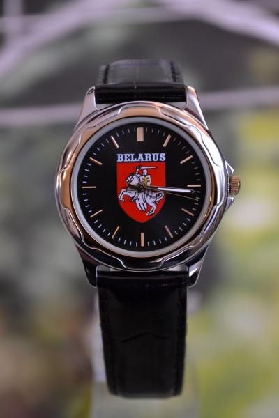 часы герб погоня 689
