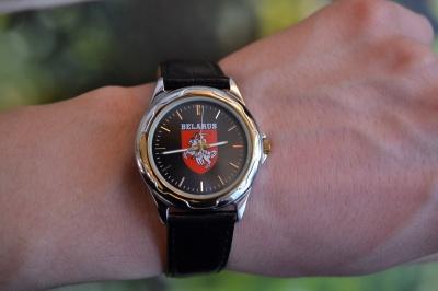 часы герб погоня 689 на руке