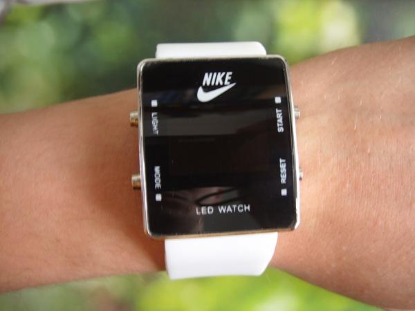 Начните покупать наручные часы nike в сша по низким.
